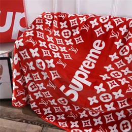 Alfombras estampadas online-Nueva espesan Cartas de invierno Patrón de diseño de moda manta polar de coral manta Diseño Tide Aire Acondicionado Alfombras Manta Inicio mantón caliente