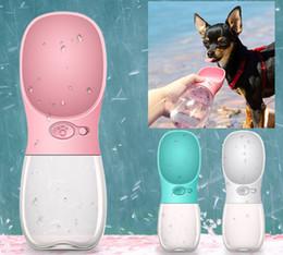 Dispensador de água ao ar livre on-line-Portátil Pet Dog Garrafa De Água Para Pequenos Cães Grandes Filhote de Cachorro Do Gato Viajar Beber Tigela Ao Ar Livre Pet Dispenser Dispenser de Água Pet Produto