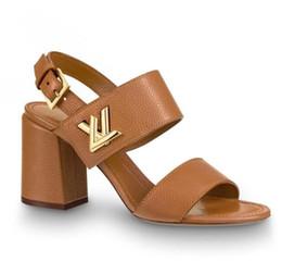 Sandalias con suela de cuero de verano de las mujeres online-Branded Women Leather Horizon Med Heel Sandal Designer Lady Correa de cuero Hebilla Suela de cuero Summer Sandal