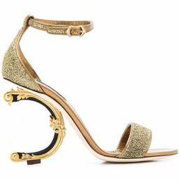 Новый европейский роскошный стиль классические туфли тапочки металлические сандалии на высоком каблуке модные сандалии сексуальные сандалии Париж супермодель шоу от