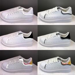 Terciopelo dorado online-Alexander McQueen Plataforma de lujo para mujer para de cuero zapatilla de deporte de la manera de blanco reflectante calzado cómodo diseño Negro terciopelo de oro Chaussette
