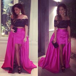 Disegni dubai abiti online-In bianco e fucsia Hi-Low Prom Dresses fuori dalla spalla Dubai araba design maniche corte della celebrità degli abiti di sera del vestito da partito