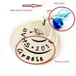 collana di classe Sconti Nome o parole personalizzati della collana commemorativa Liceo College Grad Gift Class of 2018 Engraved Necklace N2003