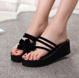 Ücretsiz kargo sıcak Yeni çiçek yaz terlik kaymaz yüksek topuklu kalın bacaklı ayak sandalet Kadın takozlar parmak arası terlik toptan supplier feet high heel sandals nereden ayaklar yüksek topuklu sandaletler tedarikçiler