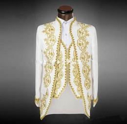 Smokings de mariage en or blanc en Ligne-Nouvelle arrivée Tuxedos Groom blanc avec broderie d'or costume hommes garçons d'honneur costumes de mariage pour hommes costumes de bal (veste + pantalon + veste) XZ31