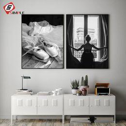 Pôsteres dança on-line-Preto Branco Janela Menina Posters Impressão Pé Dança Ballet Pintura Da Lona Arte Da Parede Fotos Para Sala de estar Decoração de Casa Sem Moldura