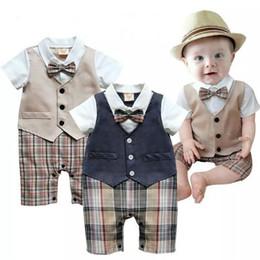 Tuta gentile online-Toddler Neonato Vestiti per neonati Estate Little Gentleman Suit Battesimo Formale Party Tuta Tuta Abbigliamento per bambini Anni nuovo