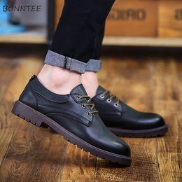 2019 новый стиль офис повседневная обувь Кожаная повседневная обувь Мужчины Досуг Модный All-match Новый британский стиль Ретро Обувь Мужские Офисы Классический Высококачественный нескользящий шик скидка новый стиль офис повседневная обувь