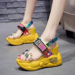 schwamm sandalen fersen Rabatt Trend Kristall Frauen Sommer Sandalen 11 cm High Heels Schwamm Kuchen Mode Dicken Boden Wasserdichte Plateauschuhe