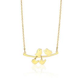 Collana di filiali di uccelli online-Collana in acciaio inossidabile con uccello in oro Uccello con uccellino con uccellini che si baciano sul ramo Collana Regalo per la migliore festa della mamma in acciaio