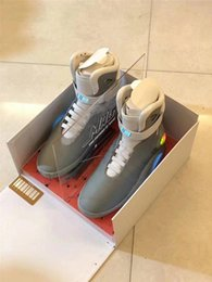Futuro brilho on-line-2020 Laces automáticas Air Mag Back To The Future Glow in the Dark Gray tênis de basquete de Marty McFly LED Lighting Shoes Mags Black Red Botas