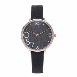 Yeni Soyut tasarım dial lady Moda Kadınlar Deri Kol Casual Lüks Bayanlar Kuvars İzle Hediye Saat cheap clock abstract nereden saat soyut tedarikçiler