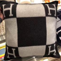 fundas de almohada de moda Rebajas H marca vendimia carta funda de lana de moda Smelov funda de almohada europeo cubre el caso cojín de lana 45x45 65X65CM