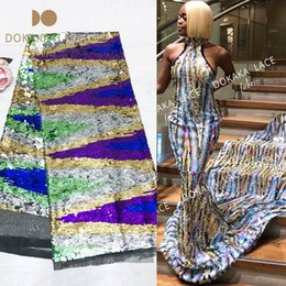 Vestido bordado noiva on-line-5yards / peça Gradiente de cor Seuqined bordado Guipure malha Tulle Lace Fabric 2019 de alta qualidade Africano Lantejoula Wedding Bride Dress Tecidos