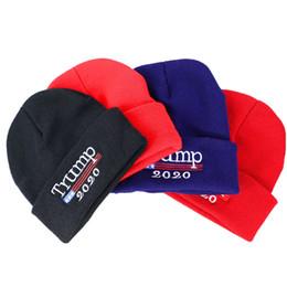 Usa cappelli online-Donald Trump 2020 Hat 4 Colori Skullies Berretti Re-Elezioni Keep America Grande ricamo USA Flag Cappellino invernale Cappelli per feste OOA7066