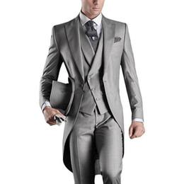 Hellgraue weste 48 online-Neue hochwertige hellgraue / weiße / schwarze / graue / purpurrote / burgunder / blaue Mann-Partei-Groomsmen-Klagen im Hochzeits-Smoking (Jacke + Pants + Vest + Tie) XZ23