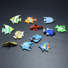 Pesci ornamentali online-12 stili imitazione oceano pesce giocattoli in pvc 2.5 cm ornamentali pesci mini modelli prank puntelli holloween bambini regali oceano animali giocattoli B112