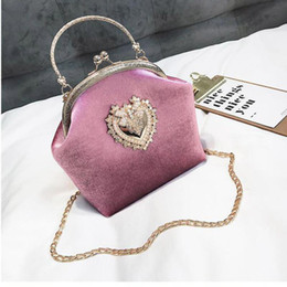 528ad78ff 2019 bolsas de embrague de terciopelo Terciopelo femenino bolso de la perla  Vintage corazón del terciopelo