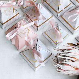 Пирамидальные ящики онлайн-200pcs / серия Треугольная пирамида Мраморные конфеты коробка свадебные сувениры и подарки коробки шоколада коробки Bomboniera Подарками Коробки для вечеринок