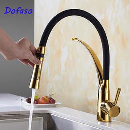 2019 grifo extraible negro de la cocina Dofaso Antique Pull Out Kitchen Faucet Gold black deck mount faucet Sink Mixer Tap grifos de cocina de rotación de 360 grados grifo extraible negro de la cocina baratos