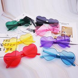 2019 дизайнер в форме сердца солнцезащитные очки Love Heart Shaped Солнцезащитные Очки Без Оправы Для Женщин 2019 Марка Дизайнер Солнцезащитные Очки Негабаритных Женский Конфеты Цвет Очки дешево дизайнер в форме сердца солнцезащитные очки