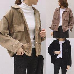 Nuevos pantalones cortos de pana online-Nueva caída de las mujeres de béisbol pana tapa de la chaqueta de solapa suelta camisa ocasional de la capa de color sólido de gran tamaño de la vendimia fresca chaquetas cortas