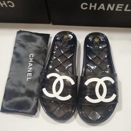 2019 zapatos de boda de playa negro pisos 2020 para mujer de marca popular de estilo barato PVC lady sandalia plana de la sandalia de luxurys alta calidad de los diseñadores de las señoras se deslizan sandalia 35-41 Envío libre