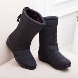 c611f746c Mulheres Botas de Inverno Mid-Calf Down Botas Femininas Senhoras À Prova D  'Água de Neve Meninas Sapatos de Inverno Mulher De Pelúcia Palmilha