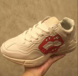 2019 Новый человек обувь бренда Блеск Web кроссовок с шипами полосой с верхнего качества вскользь тузов обувь Повседневная обувь для женщин размер 35-44 от