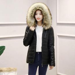 2019 женщины с капюшоном из искусственной кожи Искусственный мех с капюшоном куртки женщин зимнее пальто Имуляции искусственная кожа молния куртка хлопок тонкий с капюшоном пальто женщин случайные женские пиджаки дешево женщины с капюшоном из искусственной кожи