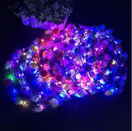 2019 coroas de brinquedos LED Luminosa Hairbands Grinaldas Brilho Flor Coroa Crianças Glowing Guirlanda Coroa Brinquedos Cabeça Acessórios para a Festa de Casamento Noite Mercado LT1369 desconto coroas de brinquedos