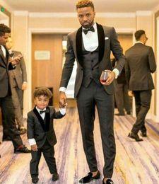 Trois pièces un bouton smokings de marié gris anthracite châle revers Slim Fit marié meilleurs costumes de l'homme (veste + veste + pantalon + cravate) ? partir de fabricateur