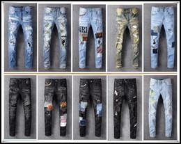 2019 motociclistas de couro 2020 Arm Fashion Designer Mens rasgado Biker Jeans couro dos retalhos Slim Fit Preto Moto Denim Corredores por Homem afligido Calças Jeans 28-40 motociclistas de couro barato