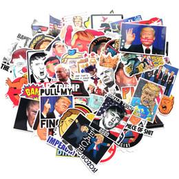 Bicicletta graffiti online-valigie graffiti 55pcs / lot Trump autoadesivi del fumetto del presidente americano Adesivo parete telefono della bicicletta della decorazione domestica FFA3033