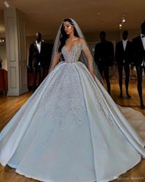 Luxo árabe dubai Plus Size Bola Vestidos Vestido de casamento Sheer Cristais Neck Beads Lantejoula Andar de casamento Comprimento vestidos vestido nupcial Vestido de Fornecedores de vestido preto vermelho de dois tons
