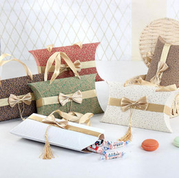 2019 doce em forma de caixa de favor diy Candy Box Pillow Forma com bowknot Tassel doces de casamento caixa do favor com bowknot Punho DIY Elegance Pillow Wedding Forma presente Package Box doce em forma de caixa de favor diy barato