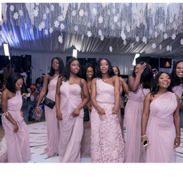 Abito da sposa grils online-Abiti da damigella con spalle scoperte rosa chiaro Abiti da cerimonia con arruffanti abiti da sposa neri