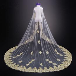 Свадебные платья из слоновой кости онлайн-Удивительные 2020 золото аппликация кружева 3 метра свадебные вуали для невесты дешевые Белый слоновой кости без гребня длинные фата страна свадебное платье