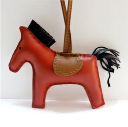 2019 borse di pelle animale in pelle Portachiavi cavallo in pelle famosa marca carino pelle di pecora di lusso fatti a mano in vera pelle portachiavi ciondolo catena chiave animale ... borse di pelle animale in pelle economici