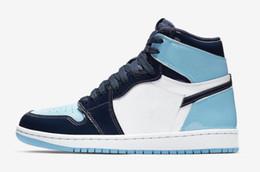 2019 sapatas de basquetebol do couro de patente dos homens 1 s azul branco unc TOP Versão de Fábrica 1 Sapatos de Basquete mens formadores 2019 Tênis de Couro com Caixa sapatas de basquetebol do couro de patente dos homens barato