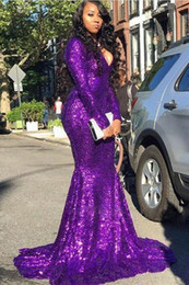 Abiti violacei increspati online-Purple V Neck Sequins Mermaid Long Prom Dresses 2020 Long Sleeves Ruched Formal Celebrity Evening Party Gowns Plus Size BC4023