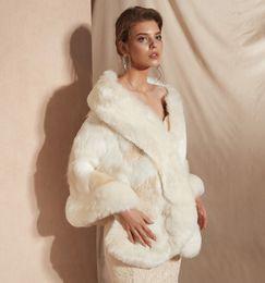 2019 casacos de organza bolero nupcial MAGGIEISAMAZING Atacado Falso Faux Fur Hollywood Glamour Moda Capa para cima Cape barato Nupcial Wraps Jaquetas CYH0pj18100