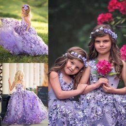 Robe de reconstitution historique en Ligne-2019 robes de pageant de fille de lavande avec 3D floral appliques col v lacets dos nu beaux enfants en bas âge robes de soirée formelles formelles BC1137
