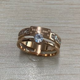 2019 novos modelos de anéis para homens Novo design de moda de luxo deluxe rose gold diamond love rings jóias para mulheres homens de noivado casamento presente fábrica atacado novos modelos de anéis para homens barato