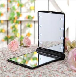 2019 rendere piacevole 3PCS / LOT Fashion Women Ladies Make Up Specchio cosmetico pieghevole portatile tasca compatta con 8 luci LED strumento di trucco bel regalo rendere piacevole economici