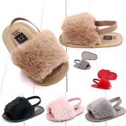 Детские сандалии для новорожденных девочек Меховые сандалии Модный дизайн детские меховые тапочки Теплые мягкие детские домашние туфли для детей сплошной цвет 0-1 т от Поставщики белые мелиссы