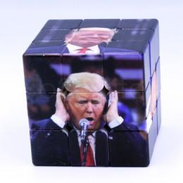 Novelty funny adult toys en Ligne-Drôle Trump Magic Cube 5.6 cm Professionnel Puzzle Magique Trump UV Imprimer Enfants Adulte Education Intelligence Nouveauté jouets 60pcs AAA1812