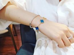 Pulsera de flor azul online-Pulsera de mujer 2019 Moda Pulsera clásica de cinco flores Agata azul Color a juego Colorina permanente simple