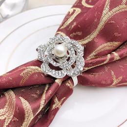 2019 perlen-serviettenringe hotel hochzeit serviettenring rose perle serviettenschnalle legierung diamant ring neue art küchentisch dekoration 6 STÜCKE günstig perlen-serviettenringe