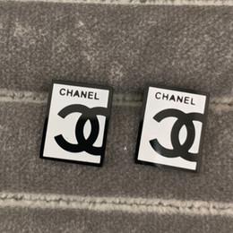 weißgold quadrat Rabatt Neuer Ankunfts-Großhandelspreis-Männer Buchstaben schwarz weißes Quadrat-Bolzen-Ohrringe 18K Gold überzog 4 Farben 316L Edelstahl Ohrringe der Frauen stempeln